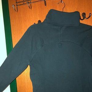 Turtleneck sweatshirt with pockets